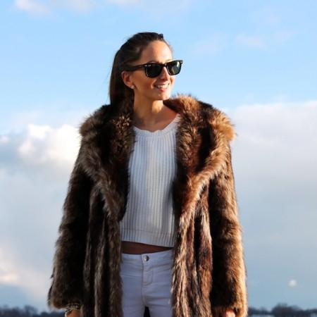 Moms xxx in fur coat speaking