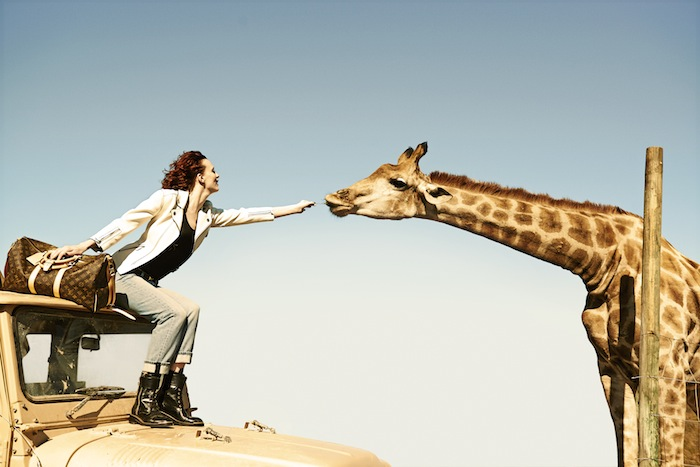 karen-elson-edie-campbell-by-peter-lindbergh-for-louis-vuitton-spirit-of-travel-2014-5