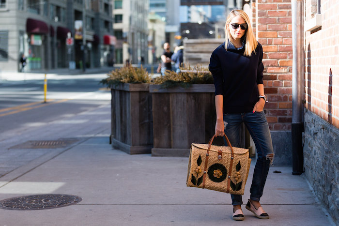 Justine Iaboni Style Straw Bag Ripped Jeans 01