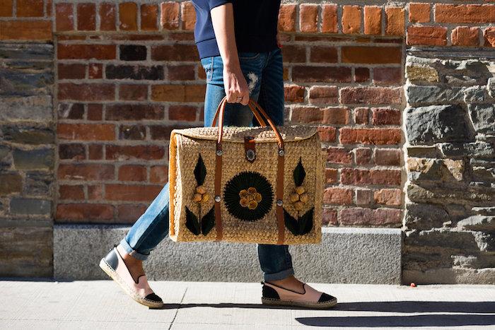 Justine Iaboni Style Straw Bag Ripped Jeans 04