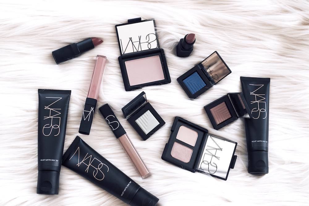 Make up flatlay NARS