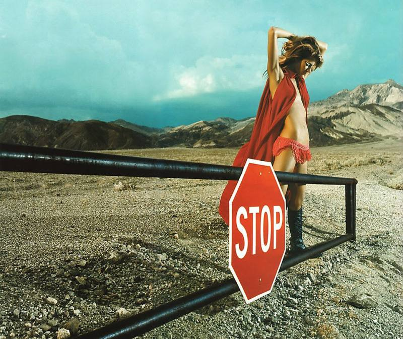 gisele-bc3bcndchen-by-mert-alas-marcus-piggott-for-pop-magazine-fallwinter-2001-10